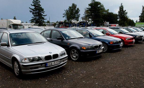 Tulli palauttaa liikaa perittyjä autoveroja. Keskimääräinen palautus on 1100 euroa, mutta yli 20000 euron palautuskin on mennyt jo maksuun.