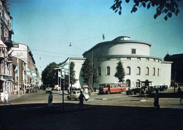 Svenska Teaternissa kummittelee kunnolla: haamuja on havaittu kokonainen katras.