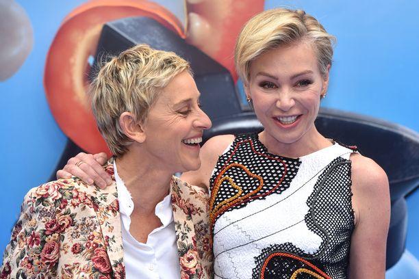 Ellen DeGeneresin ja Portia de Rossin ensitapaamisestakin on pian 16 vuotta.