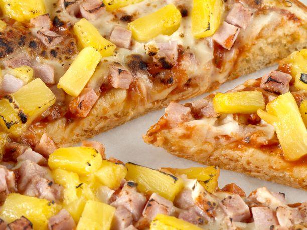 Ananasta pizzaan? Kyllä kiitos, sanovat suomalaiset. Kuvituskuva.