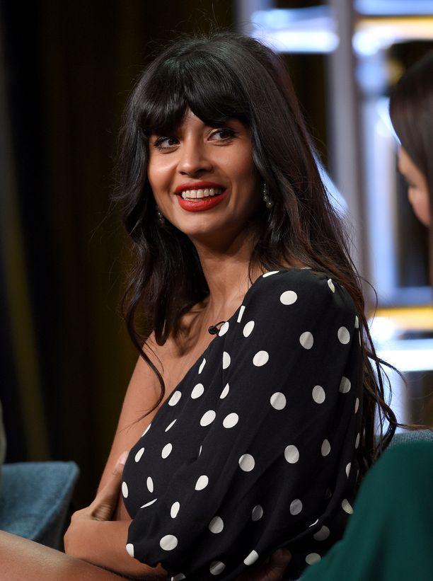 Näyttelijä Jameela Jamil tunnetaan kehopositiivisuus-kampanjastaan.