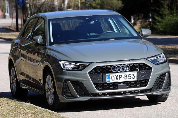 Pikku-Audin ilme on vihainen - johtuuko se hintalapusta, jossa on liian suuri euromäärä.