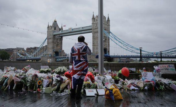 Lontoon terrori-iskussa kuoli seitsemän ihmistä ja kymmeniä loukkaantui vakavasti.