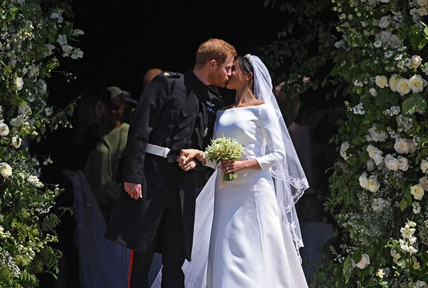 Harryn ja Meghanin suudelma.