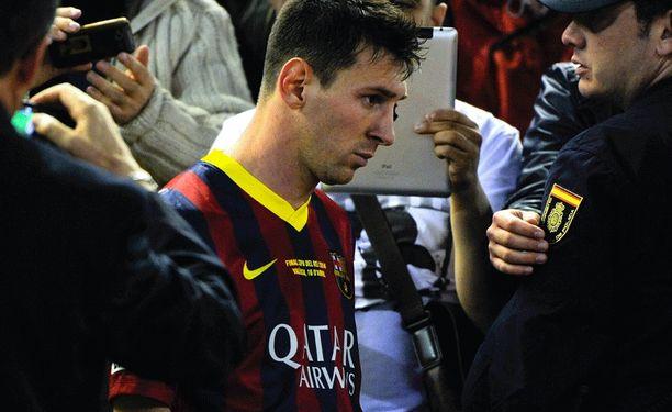 Mikä Messiä vaivaa, kysyvät jalkapallon seuraajat.