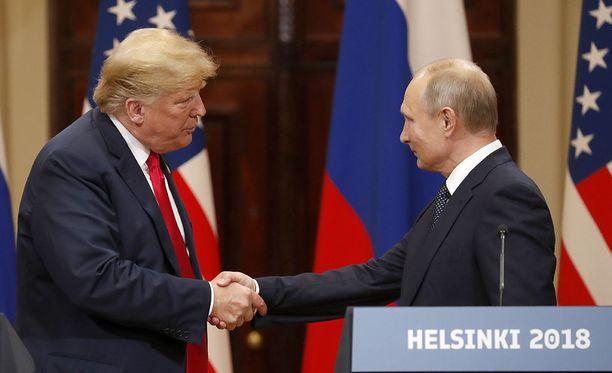 Yhdysvaltojen presidentti Donald Trump ja Venäjän presidentti Vladimir Putin kättelivät viime kuussa järjestetyssä huipputapaamisessa Helsingissä.