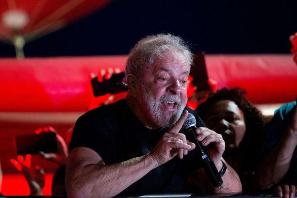 Ex-presidentti Luiz Inacio Lula da Silva menetti hiljattain vaimonsa ja joutuu lähipäivinä vankilaan.