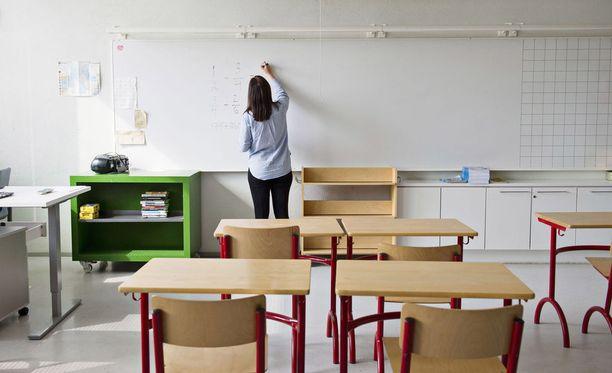 Emeritusprofessori Jarkko Hautamäki on sitä mieltä, ettei suomalaisnuorten oppimistaidoissa ole vikaa: heidän maailmansa ei syystä tai toisesta kohtaa Pisa-testien kanssa.