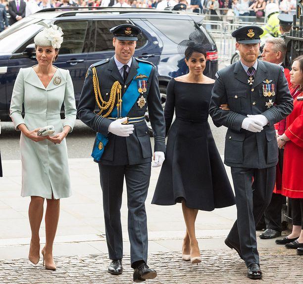 Herttuatar Catherine, prinssi William, herttuatar Meghan ja prinssi Harry asuvat toistaiseksi kaikki Kensingtonin palatsin tiluksilla. Keväällä prinssi Harry ja herttuatar Meghan muuttavat Windsoriin.