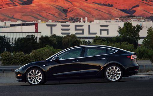 Pikku-Teslan muoto on samankaltainen kuin isoissa Tesloissa.