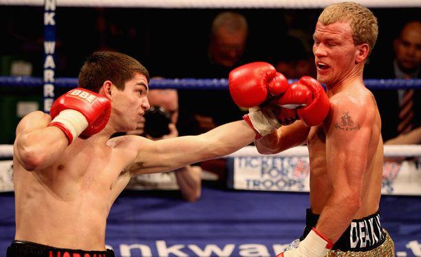 Robin Deakin (oikealla) hävisi vuonna 2011 Billy Morganille.