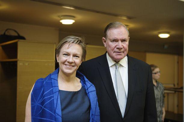 Päivi Lipponen on konsulttiyhtiö Cosmopoliksen toimitusjohtaja ja Paavo Lipponen hallituksen puheenjohtaja eli vaimonsa esimies.