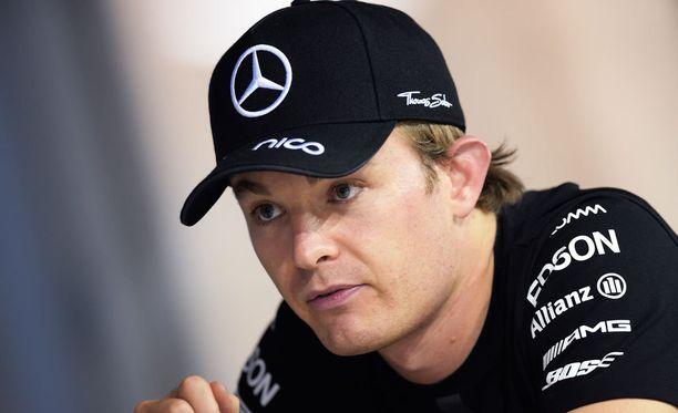 Nico Rosberg hämmästyi Sebastian Vettelin vauhtia eilisessä aika-ajossa.