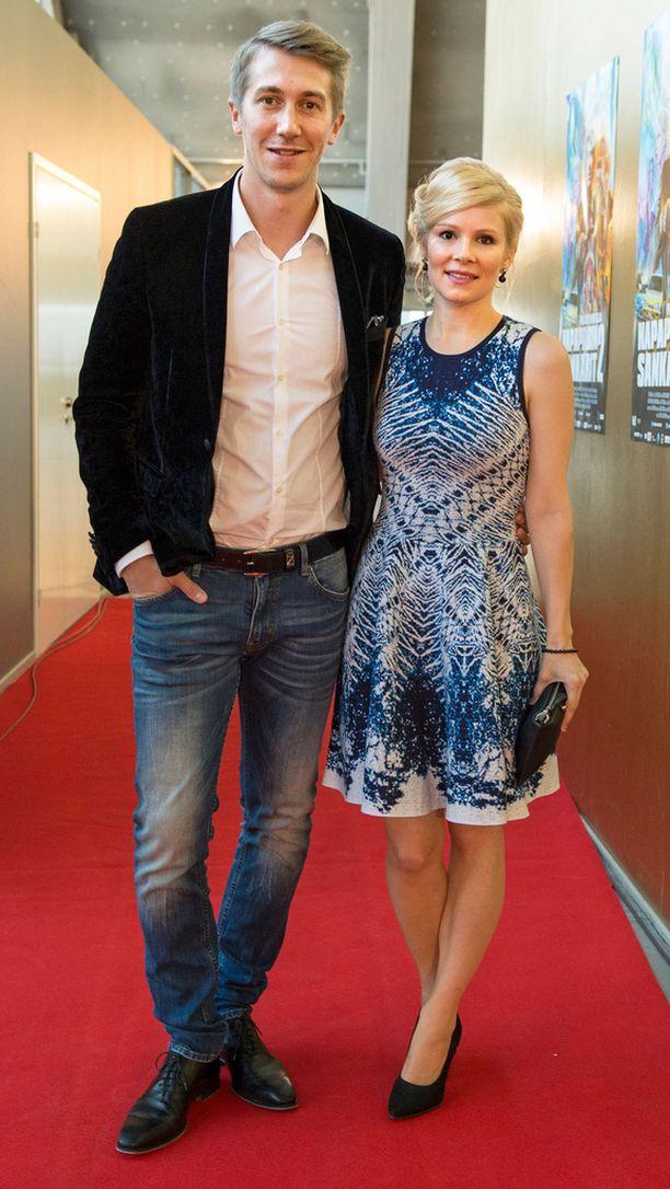 Elokuvan päätähdet Jussi Vatanen ja Pamela Tola edustivat ykköset yllään.
