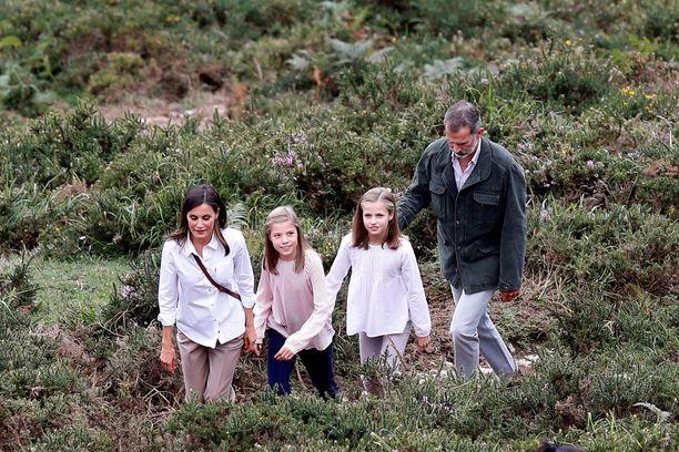 Kuningatar Letizia, prinsessa Sofía, prinsessa Leonor ja kuningas Felipe toivottivat hyvää joulua kortilla, joka on otettu näistä maisemista.