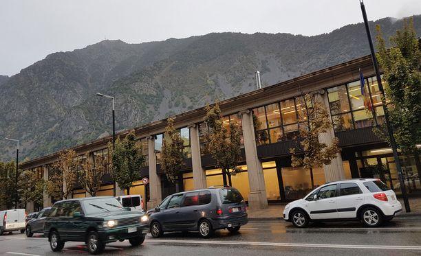 Andorran oikeustalo sijaitsee jylhien vuorien juurella.