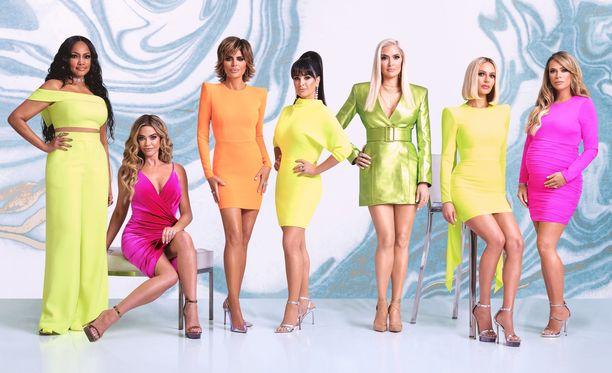 Beverly Hillsin täydelliset naiset nähdään tässä kokoonpanossa vielä viimeisten erikoisjaksojen ajan. Sitten ryhmä hajoaa.