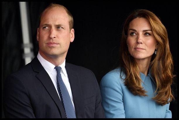 Cambridgen herttua ja herttuatar ovat olleet yhdessä jo useita vuosia. Pariskunta kihlautui vuonna 2010 ja avioitui vuonna 2011.