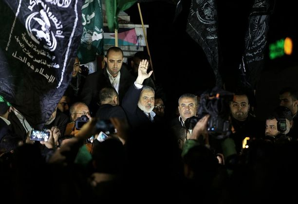 """Hamasin johtaja Ismail Haniya otti osaa protestiin eilen keskiviikkona Trumpin puheen jälkeen. Hamas kutsuu huomista perjantaita """"raivon päiväksi""""."""