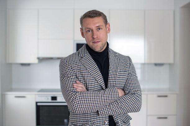 Ostaisitko sinä tältä mieheltä asunnon? Moni on ostanut.