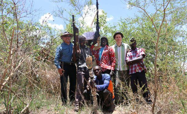 Heidi ja Pertti Söderlund ovat auttaneet noin 300 sissijohtaja mystikko Joseph Konyn sissiarmeijasta karkuun päässyttä lasta, joista oli koulutettu sotilaita ja raakoja tappajia. Vuosittain he tapaavat näitä lapsia ja heidän perheitään.