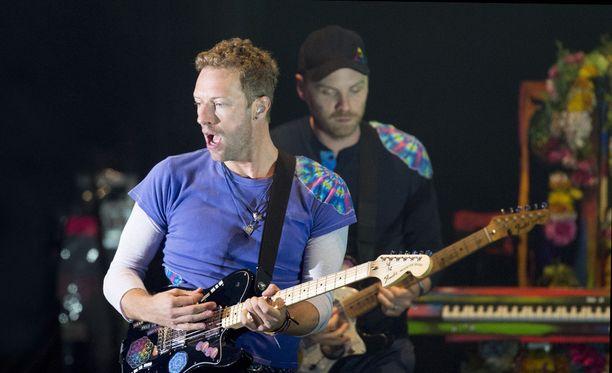 Coldplayn pojat hämmentyivät, kun yleisö heittäytyi huutamaan ja taputtamaan Islannille.