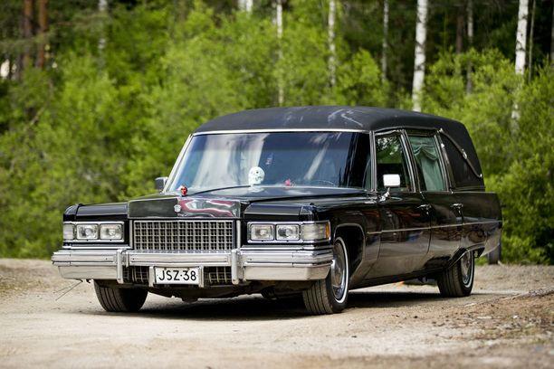 Jarmo Telén toivoo, että auto enemmän hymyilyttäisi kuin pahoittaisi ihmisten mieliä.