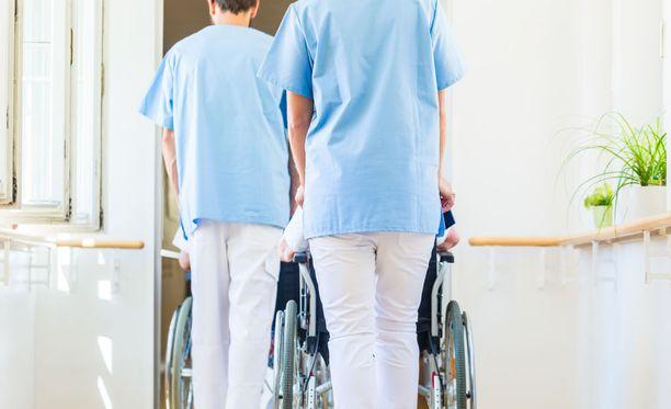 Esimerkiksi sairaanhoitajilla lomarahojen leikkaus voi olla jopa 600-700 euroa vuodessa.