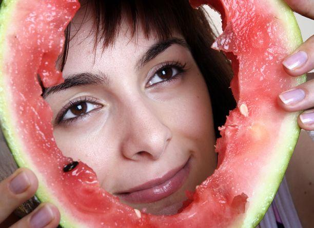 Pelkkiä hedelmiä sisältävässä ruokavaliossa on paljon riskejä.