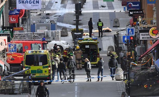 Isis-terroristijärjestön mukaan suuret, painavat ja nopeat kuorma- ja rekka-autot sopivat iskuihin parhaiten. Ruotsissa perjantaina tehty isku tehtiin kuorma-autolla.