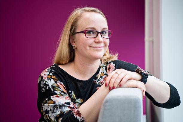Finanssialalla työskentelevä Heidi Pulkkinen luotti ystäviensä suositukseen ja vaihto työpaikkaa.