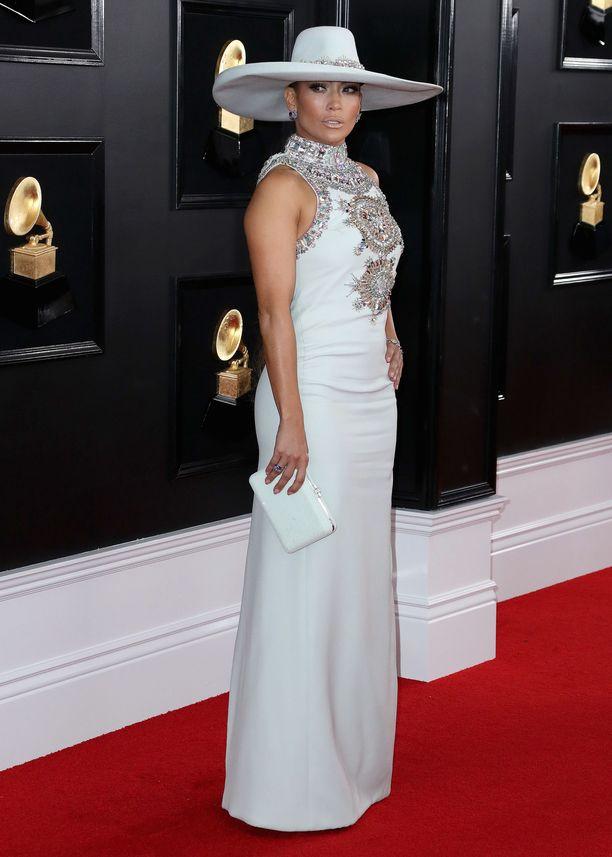 Jennifer Lopez  käänsi katseet Ralph & Russon asussa ja hatussa.