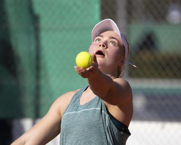 Laura Hietaranta on lähellä Wimbledonin voittoa.