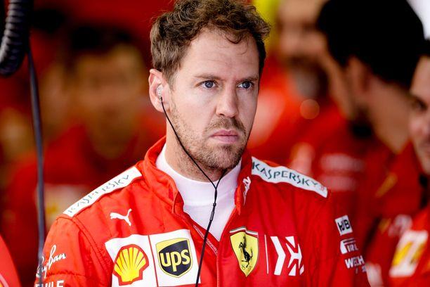 Sebastian Vettelin kisa päättyi surkeasti.