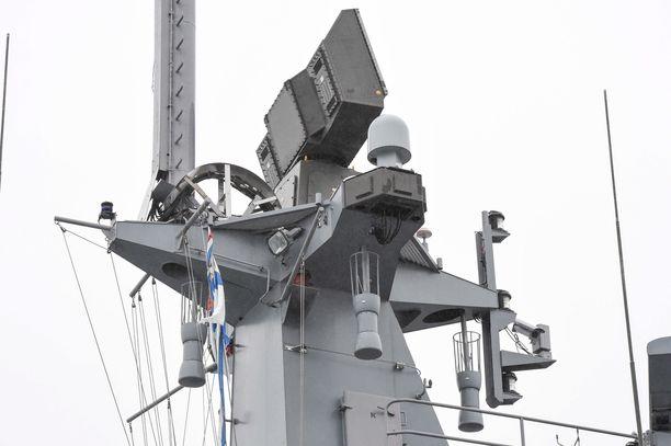 Syyttäjän mukaan mies oli laivastotukikohdan portilla pyytänyt päästä kasarmialueelle. Kun mies oli käännytetty pois, oli hän tunkeutunut kasarmialueelle noin 50 metrin päästä menemällä aidan ali. Kuvituskuva.