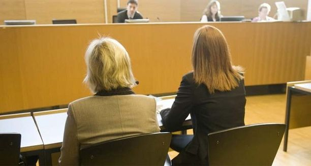 Syytetty hoitaja on kertonut olevansa syytön murhiin.
