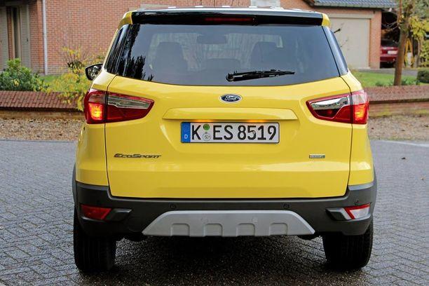 EcoSportin keula on ulkonäkösyistä nostettu korkeaksi, ja moottoritilaan on syntynyt runsaasti tyhjää ilmatilaa. Fordin yhden litran kolmisylinterinen on viritetty antamaan 140 hevosvoiman teho.