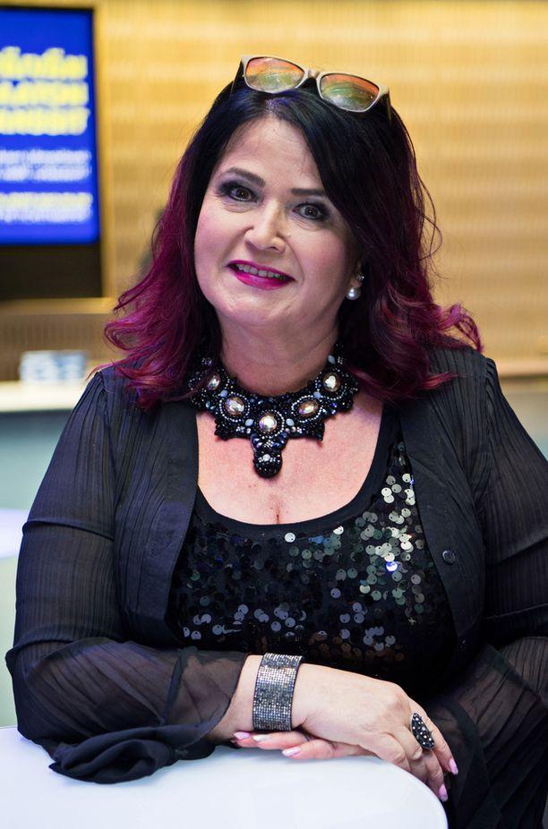 59-vuotiaan Meiju Suvaksen esikoistytär Milena, 18, tähtää musiikkiuralle.
