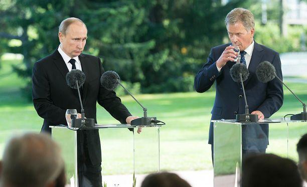 Venäjän presidentti Vladimir Putin vieraili kesällä Suomessa ja tapasi Suomen presidentin Sauli Niinistön Kultarannassa Naantalissa.