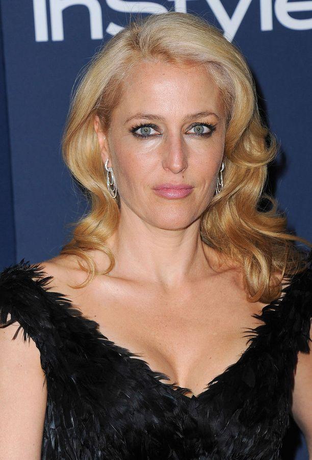 Gillian Anderson Golden Globe -bileissä. Gillianilla oli elokuussa puolestaan 46-vuotissyntymäpäivä.
