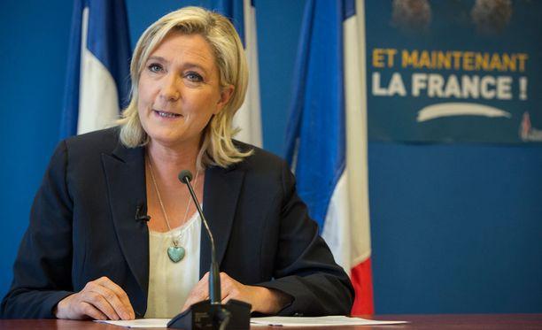 Kansallisen rintaman johtaja Marine Le Pen kerää ääniä islaminvastaisella linjallaan, mutta hänellä ei uskota olevan todellisia mahdollisuuksia presidentiksi.