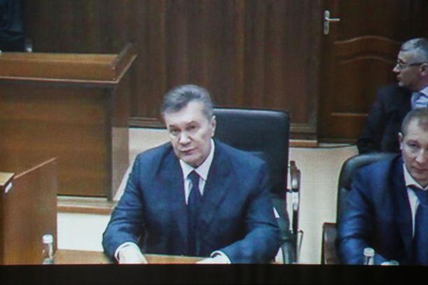 Janukovitsh todisti videolinkin kautta kiovalaisoikeudelle marraskuussa 2016. Hän istui tuolloin itse turvallisesti kaukana Venäjän Rostovissa. Janukovitshin uskotaan edelleen olevan Venäjällä.