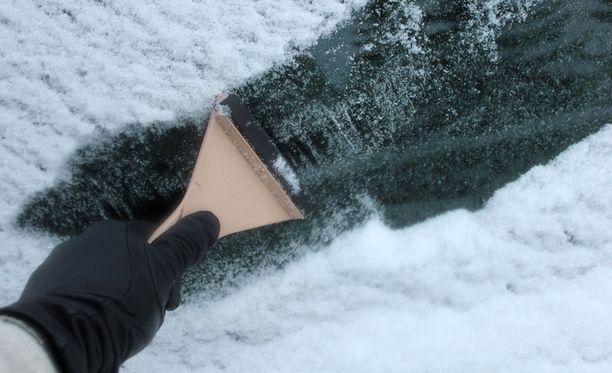 Kiire tai ei, auton ikkunat on putsattava.