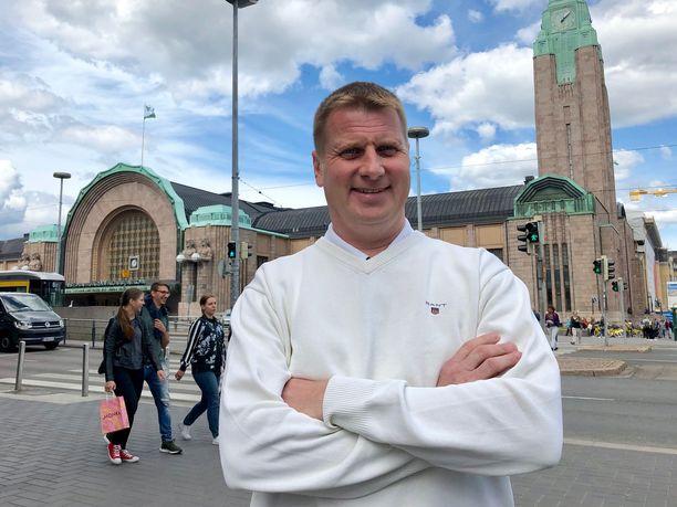 Janne Tuohino pyörittää rakennusyhtiötään pääsääntöisesti etänä kotoaan Dubaista, mutta vierailee myös Suomessa säännöllisesti.