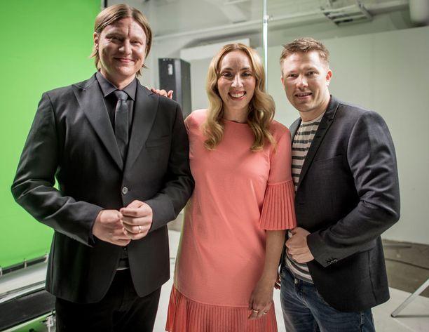 Kuvassa Jaajo Linnonmaa yhdessä Anni Hautalan ja Juha Perälän kanssa.
