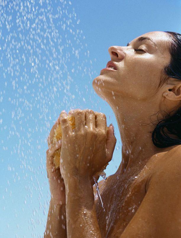 Kylmä suihku päivässä pitää selluliitin loitolla.