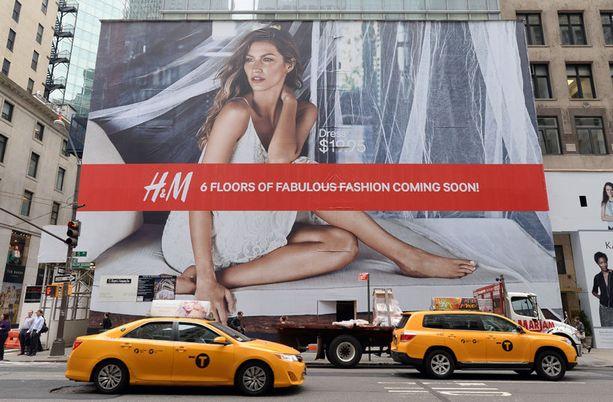 Hennes & Mauritzin kampanjaan törmää ympäri maailmaa.