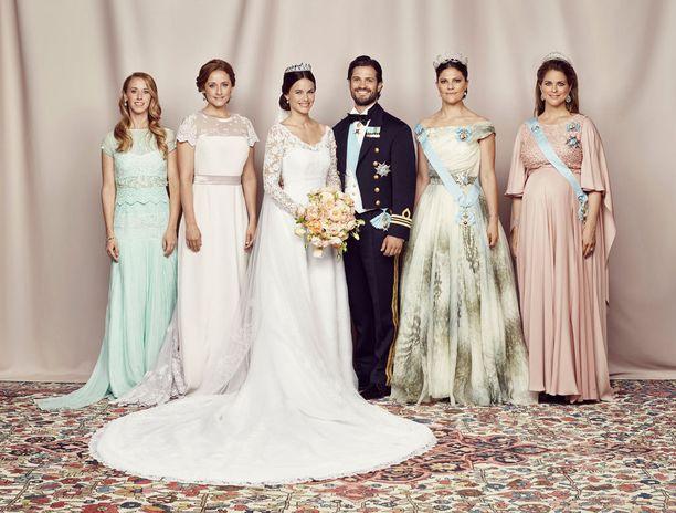 Prinsessa Sofia ja prinssi Carl Philip yhteiskuvassa sisarustensa kanssa.