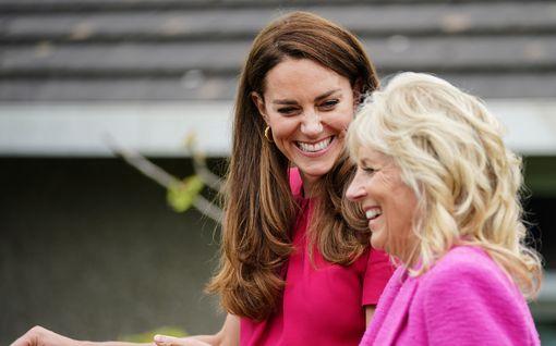 Herttuatar Catherine kommentoi ensi kertaa Lilibetin syntymää – edusti tyylikkäänä Jill Bidenin kanssa