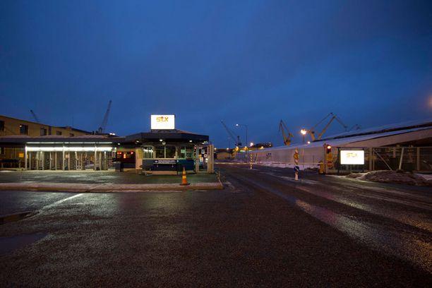 Vielä huhtikuussa emoyhtiö STX vakuutteli, että toiminta Suomen telakoilla jatkuu.